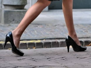 How to walk in high heels through obstacles