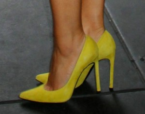 Maria Menounos in high heels