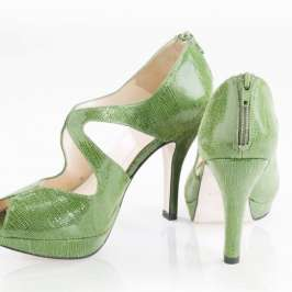 True Gault makes custom high heels for your feet