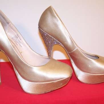 Taylor Swift, Bonnie Tyler and other celebrities' high heels up for auction