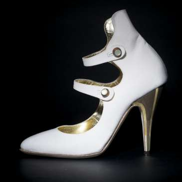How to choose high heels for wide feet