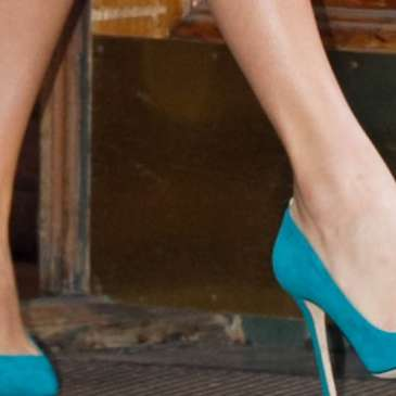 Taylor Swift mesmerizes her boyfriend with high heels
