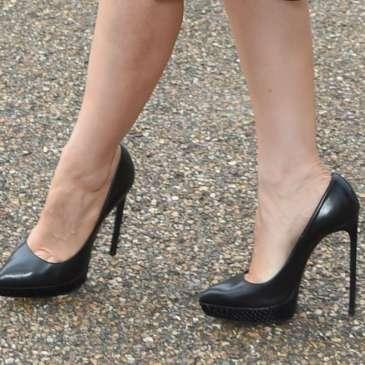 How high heels affect women's psychology