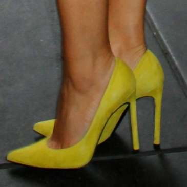 Here's why men like you more in high heels