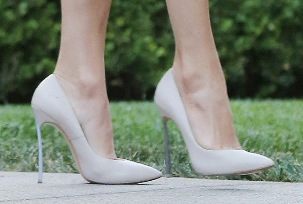 Here's why your body hurts while you wear high heels