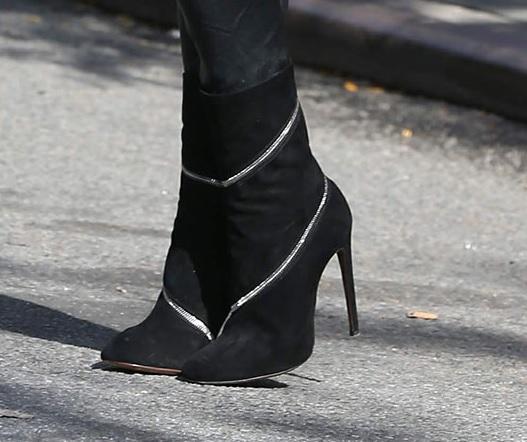 paris-hilton-heels
