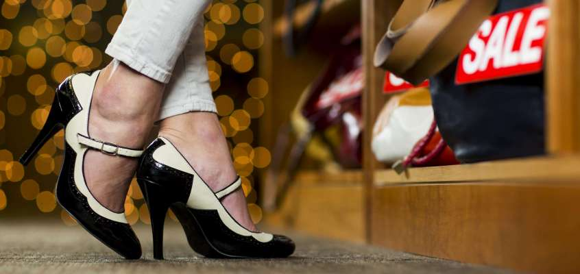 Wearing high heels improves shopping decisions