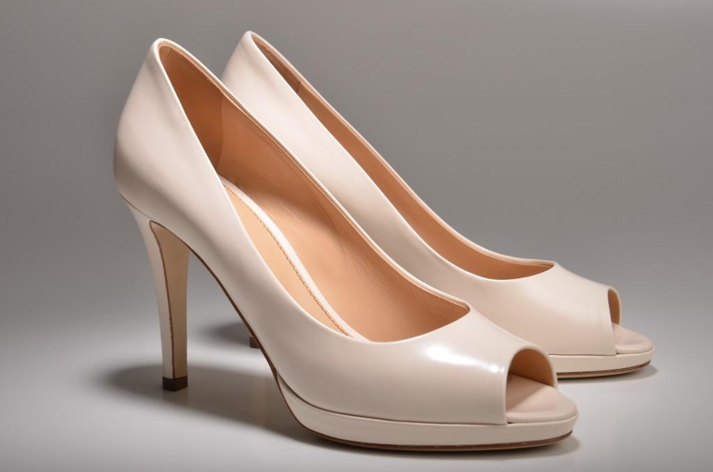 How to buy nude high heels