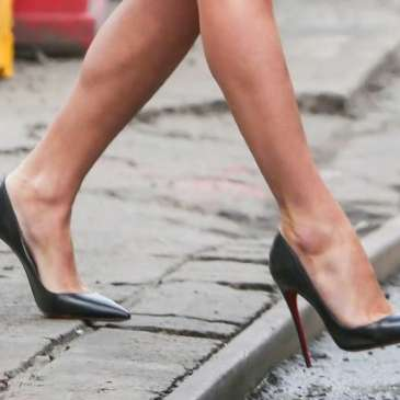Olivia Culpo gives us another fashion show in heels on the streets of New York