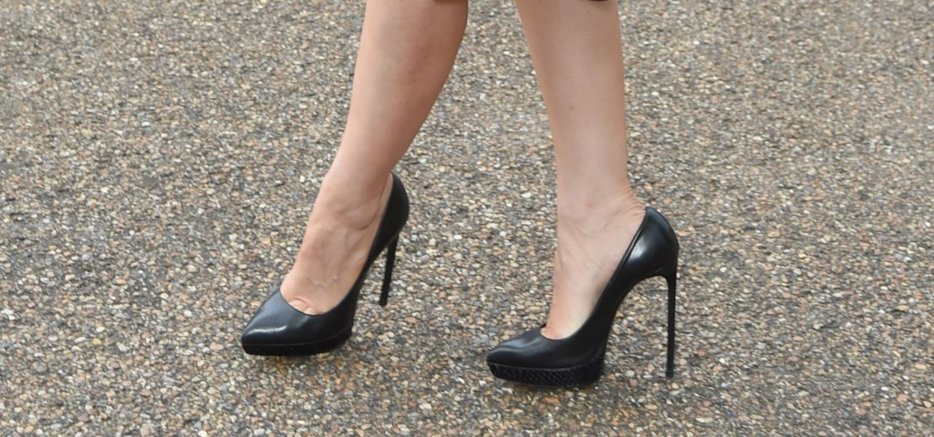 How high heels affect women's psychology