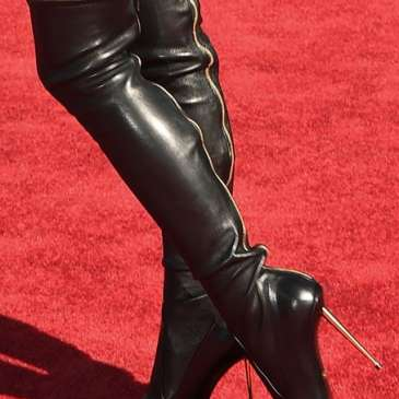 The Pretty Woman knee-high boots are making a return