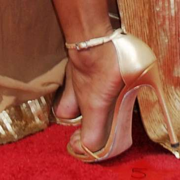 The best celebrities in high heels at the 2015 Emmy Awards